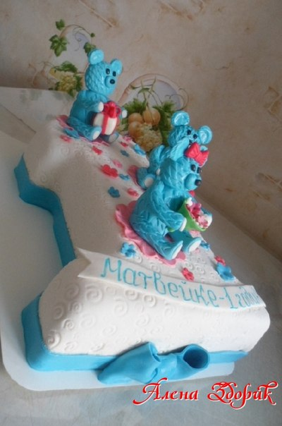 Торт на годик мальчику в виде единички с мишками.